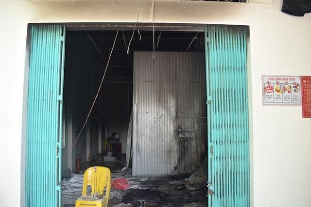 Hiện trường quán tẩm quất bị đốt cháy