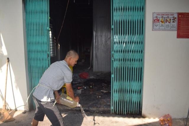 Mâu thuẫn tình cảm, gã thợ sơn đốt người tình trong quán tẩm quất - 3