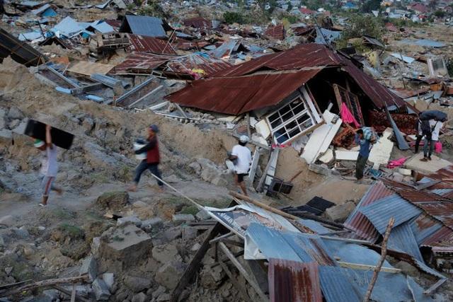 Làng mạc ở Sulawesi bị san phẳng sau động đất, sóng thần. (Ảnh: Reuters)
