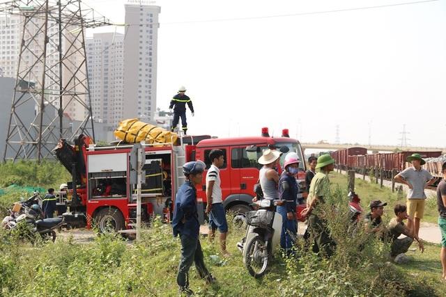 Đến khoảng 16h30, việc cứu hộ vẫn tiếp tục diễn ra. Nguyên nhân tai nạn đang được điều tra làm rõ.