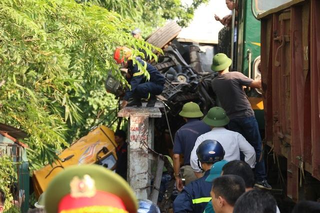 Thời điểm xảy ra tai nạn, trên xe tải có khoảng 2 người gồm tài xế và phụ xe. Rất may, không có trường hợp nào tử vong.