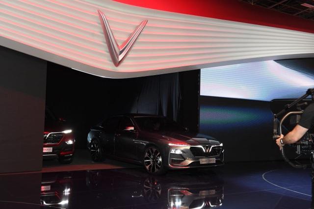 VinFast chính thức ra mắt hai mẫu xe tại Paris Motor Show 2018 - 1