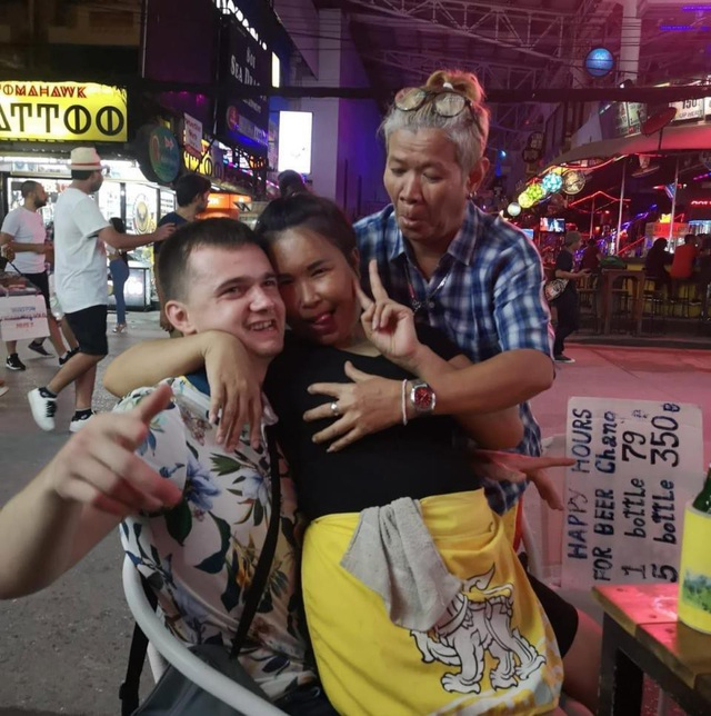 Trước đó họ có quãng thời gian du lịch thú vị ở Thái Lan