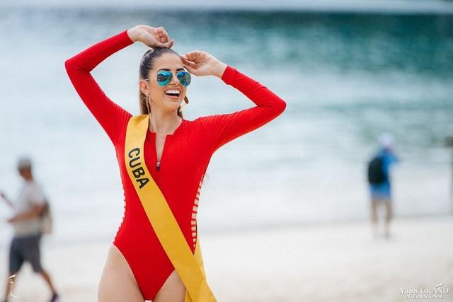 Ngắm mỹ nhân Hoa hậu Hòa bình thế giới 2018 khoe dáng với áo tắm - 34