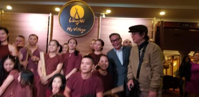 NSND Đặng Nhật Minh cùng các nghệ sĩ tham gia vở diễn Làng tôi.