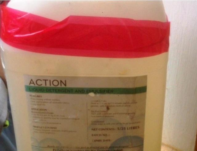 Chiếc can nhựa màu trắng bên trong chứa ma túy đá mà Khoa vận chuyển (ảnh: Công an Thái Bình)