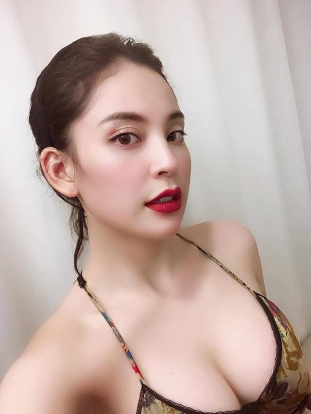 Cô là Nguyễn Phương Anh, sinh năm 1999, hiện sống tại Hà Nội, là con gái bố mẹ nuôi của Bùi Tiến Dũng.