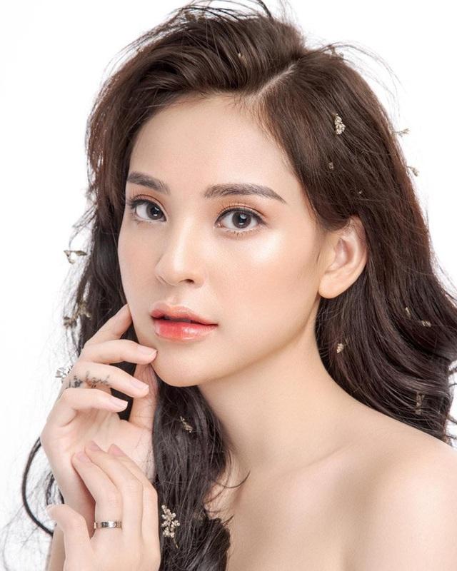 Phương Anh xinh đẹp và gợi cảm không thua kém hot girl.