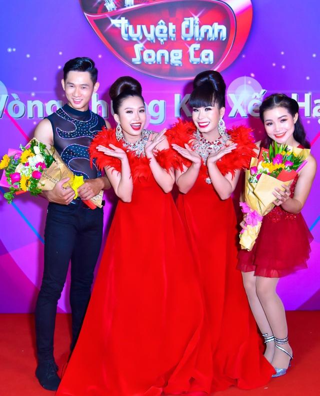 Cặp đôi Linh Hoa - Thanh Quý cùng vũ công minh họa tiết mục trong Tuyệt đỉnh song ca.
