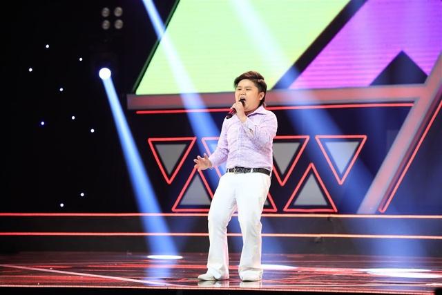 Một thí sinh khác cũng gây ấn tượng là cậu bé Nhật Minh (11 tuổi - TP. HCM). Thể hiện ca khúc Bước đến bên tôi, cậu bé cháy mình trên sân khấu, thậm chí vừa hát, vừa nhảy vừa phải giữ quần lên vì sợ tuột, và Nhật Minh được 2 sự lựa chọn từ 2 lớp học.