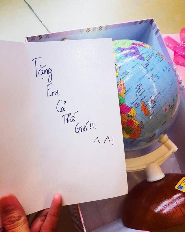 """Món quà tiết kiệm nhưng lại mang ý nghĩa to lớn: """"Tặng em cả thế giới""""."""