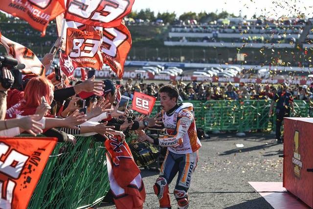 Chiến thắng tại Motegi, Marquez đăng quang ngôi vô địch thế giới MotoGP - 6