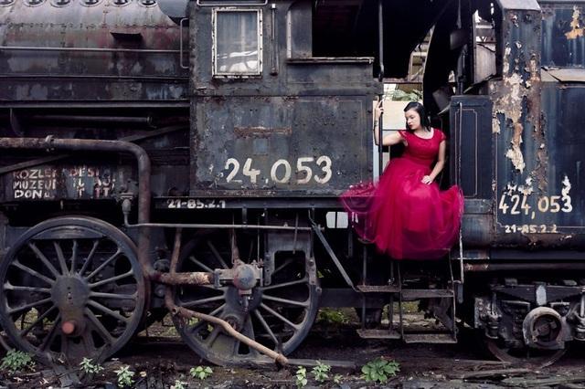 Chiếc xe lửa từ thời Xô Viết đã dừng lại không còn hoạt động.