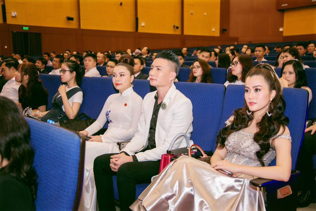 Á hậu Ngô Thu Phương từ Hà Nội vào tham dự Đại hội Doanh nhân Trẻ tỉnh Bình Dương - 2