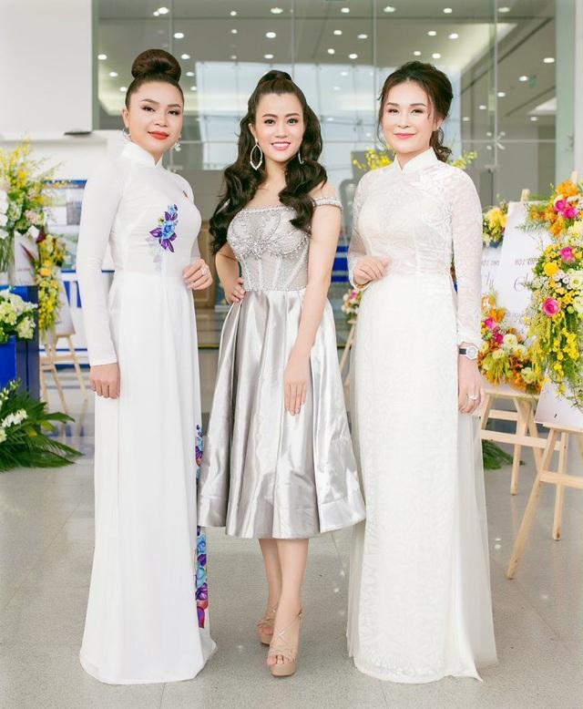 Á hậu Ngô Thu Phương từ Hà Nội vào tham dự Đại hội Doanh nhân Trẻ tỉnh Bình Dương - 4