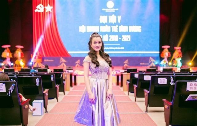 Á hậu Ngô Thu Phương từ Hà Nội vào tham dự Đại hội Doanh nhân Trẻ tỉnh Bình Dương - 1