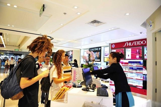 Hệ thống cửa hàng miễn thuế tại sân bay Tân Sơn Nhất sẽ kích thích thú vui mua sắm của hành khách