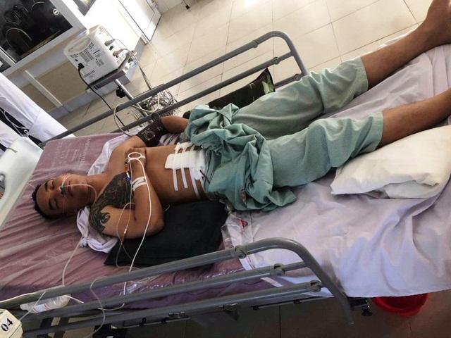 Anh Nguyễn Gia Định đang được cấp cứu tại bệnh viện.