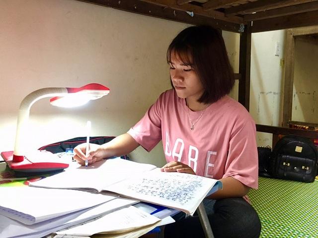 Những nỗ lực đã đưa cô gái người dân tộc đến với giảng đường đại học.