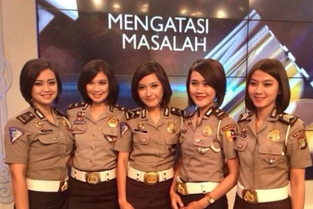 Những nữ cảnh sát xinh đẹp của Indonesia (Ảnh: ABC)