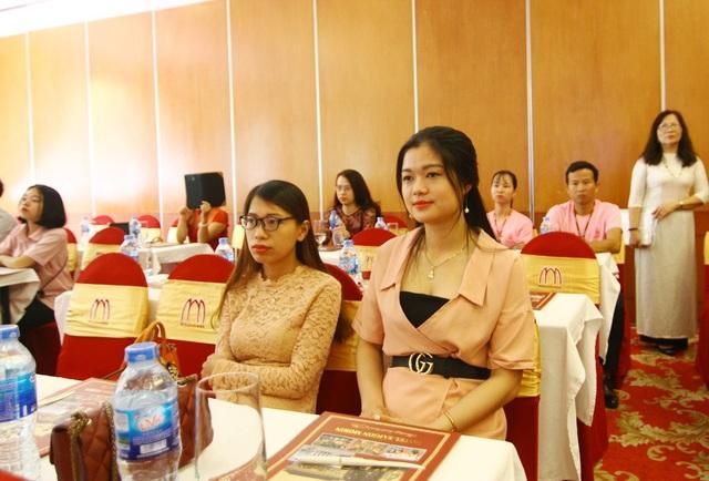 Nhiều bạn nữ trẻ đến tham dự để có kiến thức về ung thư vú