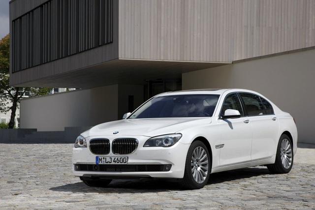 BMW triệu hồi xe vì lỗi lập trình động cơ - 1