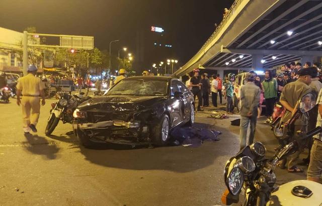 Hiện trường vụ tai nạn liên hoàn ngay ngã tư Hàng Xanh