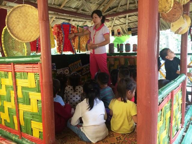 Các trường còn vận động phụ huynh cùng làm các nhà truyền thống, phù hợp với đặc thù mỗi địa phương.