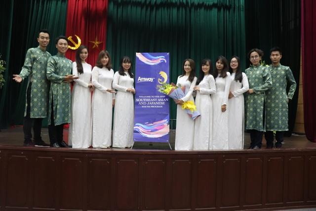 Từ năm 1996, Việt Nam chính thức tham gia SSEAYP và luôn được đánh giá là đoàn đại biểu chất lượng với sự đầu tư chỉnh chu nhất