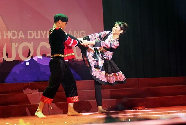 Thu Trang trình diễn những ngón đòn Vovinam đẹp mắt