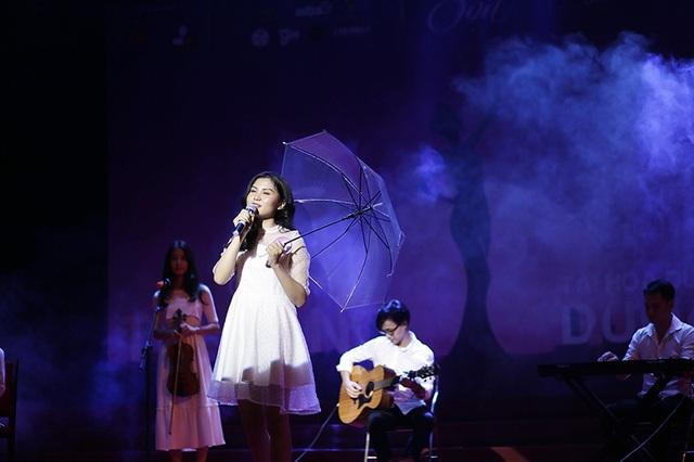 Trịnh Phương Linh chìm đắm trong ca khúc Ngôi nhà hoa hồng