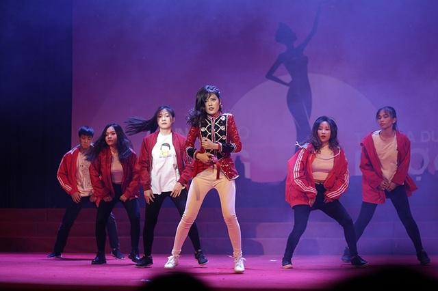 Lấy ý tưởng từ bộ phim The Greatest showman, Nguyễn Thị Hồng Ánh khoe khả năng vũ đạo điêu luyện qua màn nhảy This is me.