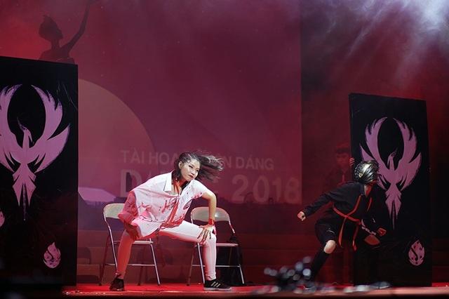 Đỗ Thị Vân Anh khoe nét cá tính trong màn vũ đạo Devil ma mị