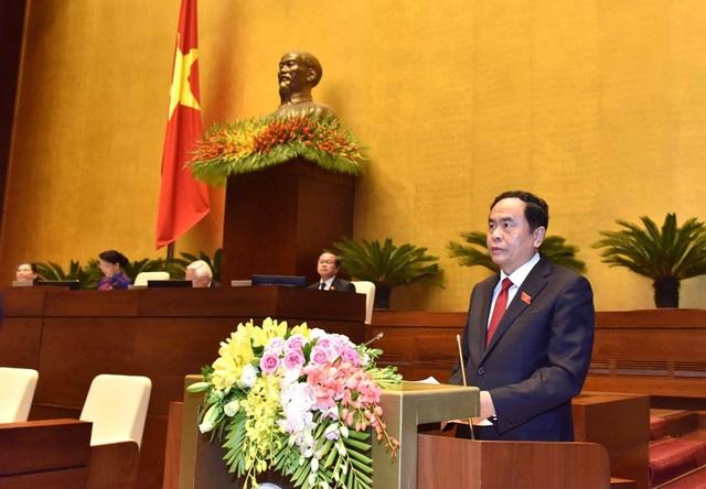 Chủ tịch Uỷ ban Trung ương MTTQ Việt Nam trình bày báo cáo cáo trước Quốc hội sáng 22/10.