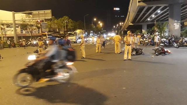 Nữ tài xế lái BMW tông hàng loạt xe đang chờ đèn đỏ, 1 người tử vong - 3