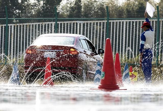 Hướng dẫn viên lái xe an toàn của Việt Nam giành giải nhất tại Nhật Bản - 4