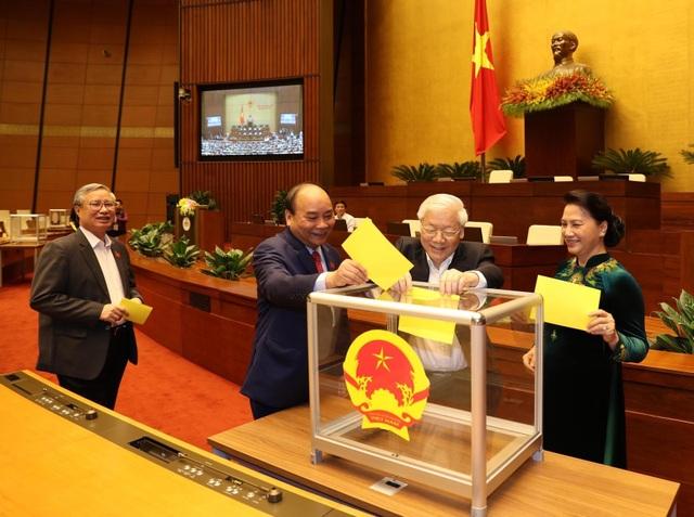 Quốc hội bỏ phiếu quyết định việc Tổng Bí thư đồng thời là Chủ tịch nước - Ảnh 2.