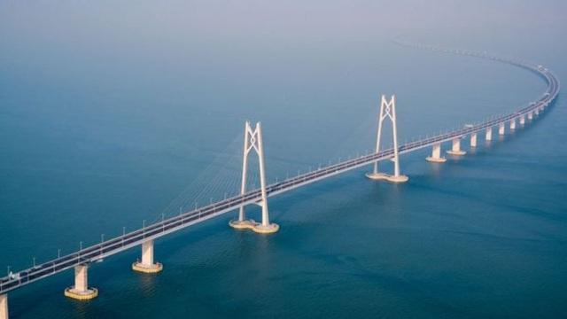 Cây cầu mất 9 năm thi công với kinh phí khoảng 20 tỷ USD. (Ảnh: AFP)
