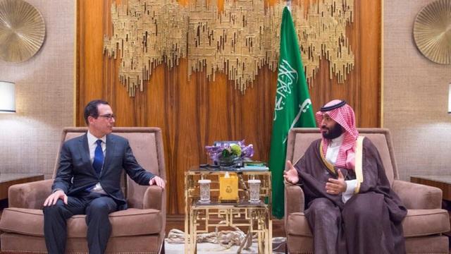 Bộ trưởng Tài chính Mỹ Steven Mnuchin gặp Thái tử Ả-rập Xê-út Mohammed bin Salman (Ảnh: Bộ Ngoại giao Ả-rập Xê-út)
