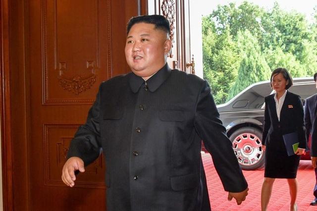 Lãnh đạo Triều Tiên Kim Jong Un trên đường đi dùng bữa trưa với Bộ trưởng Ngoại giao Mỹ Mike Pompeo (Nguồn: Alamy Live News)
