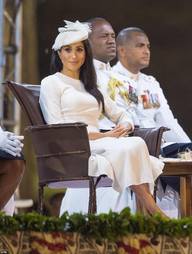 Công nương xinh đẹp diện bộ váy trắng sang trọng trong tiệc chào đón ở Fiji