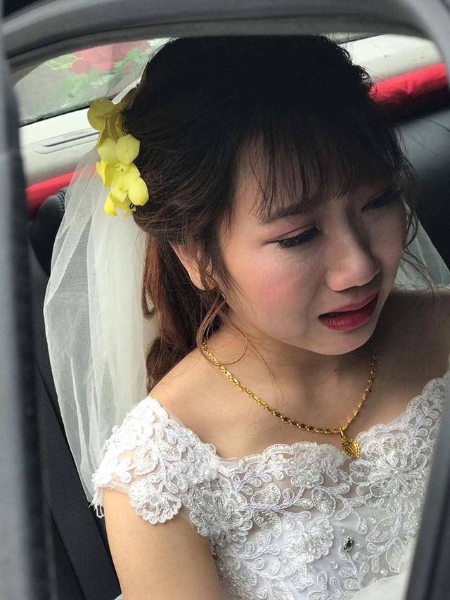 Rơi nước mắt với khoảnh khắc cô dâu bịn rịn chia tay người thân trong đám cưới - 3