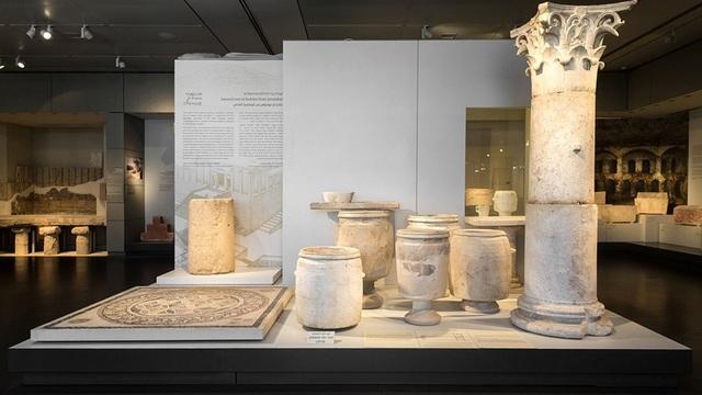 Hiện tại, cột đá có khắc chữ 2000 năm tuổi đã được đưa vào viện bảo tàng.