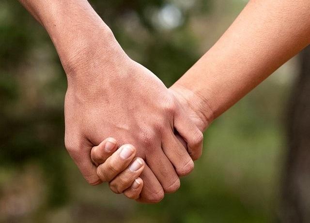 Cách nắm tay tiết lộ gì về mối quan hệ của bạn? - 2