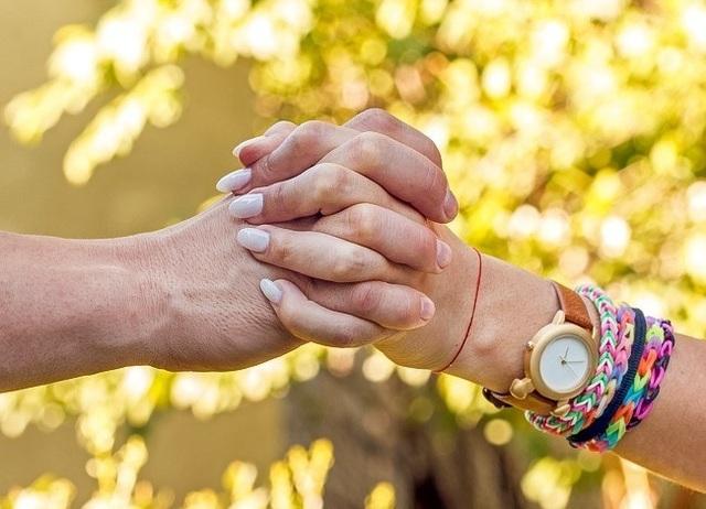 Cách nắm tay tiết lộ gì về mối quan hệ của bạn? - 3