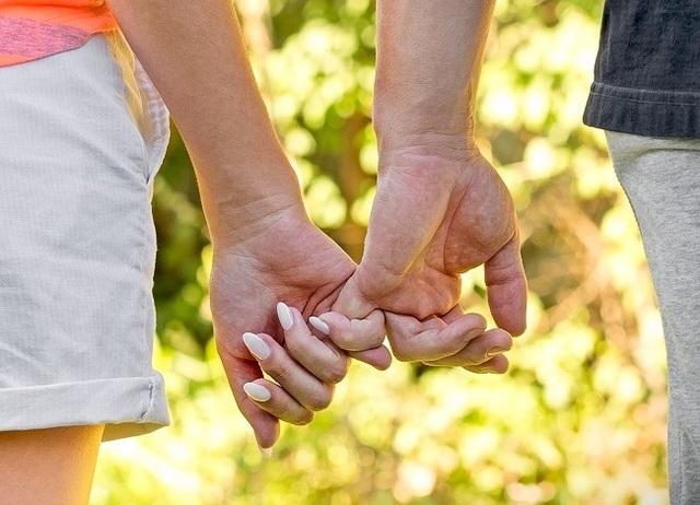 Cách nắm tay tiết lộ gì về mối quan hệ của bạn? - 4
