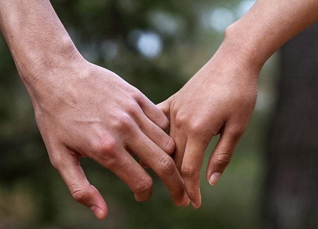 Cách nắm tay tiết lộ gì về mối quan hệ của bạn? - 5