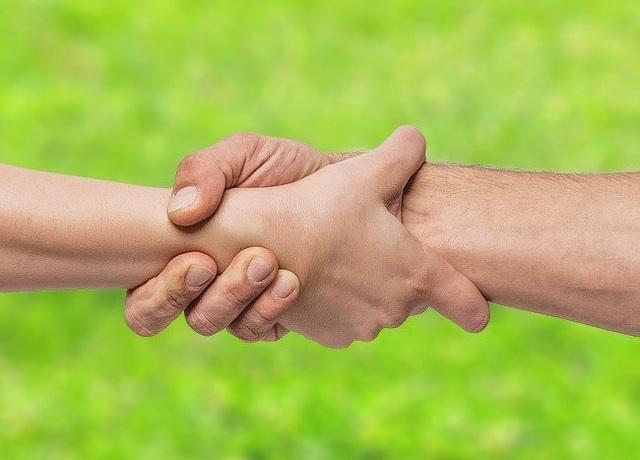 Cách nắm tay tiết lộ gì về mối quan hệ của bạn? - 7