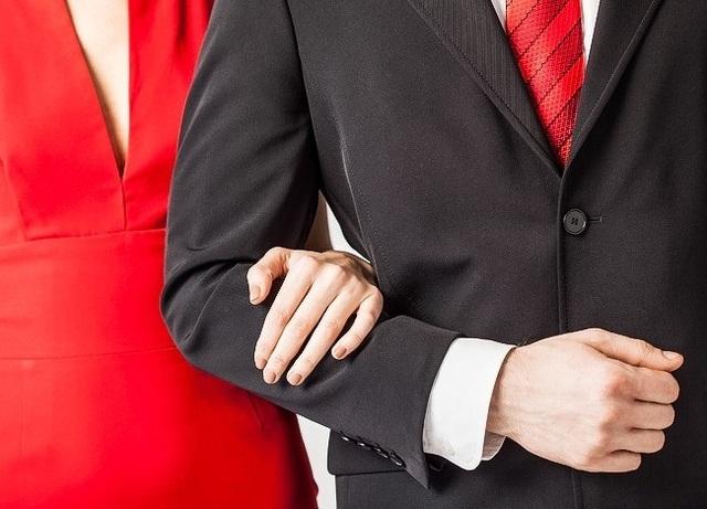 Cách nắm tay tiết lộ gì về mối quan hệ của bạn? - 9