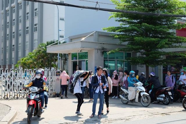 Sinh viên Trường ĐH Tài chính - Marketing sau giờ học